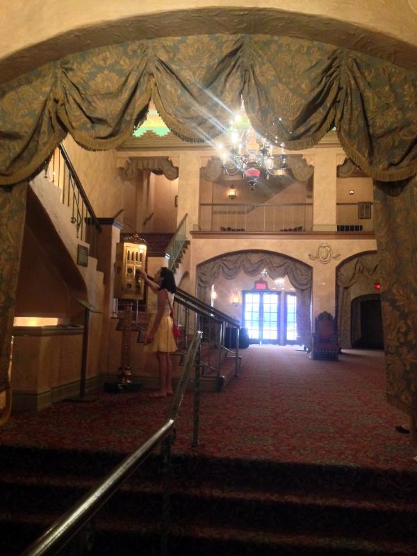 plaza-theater-lobby