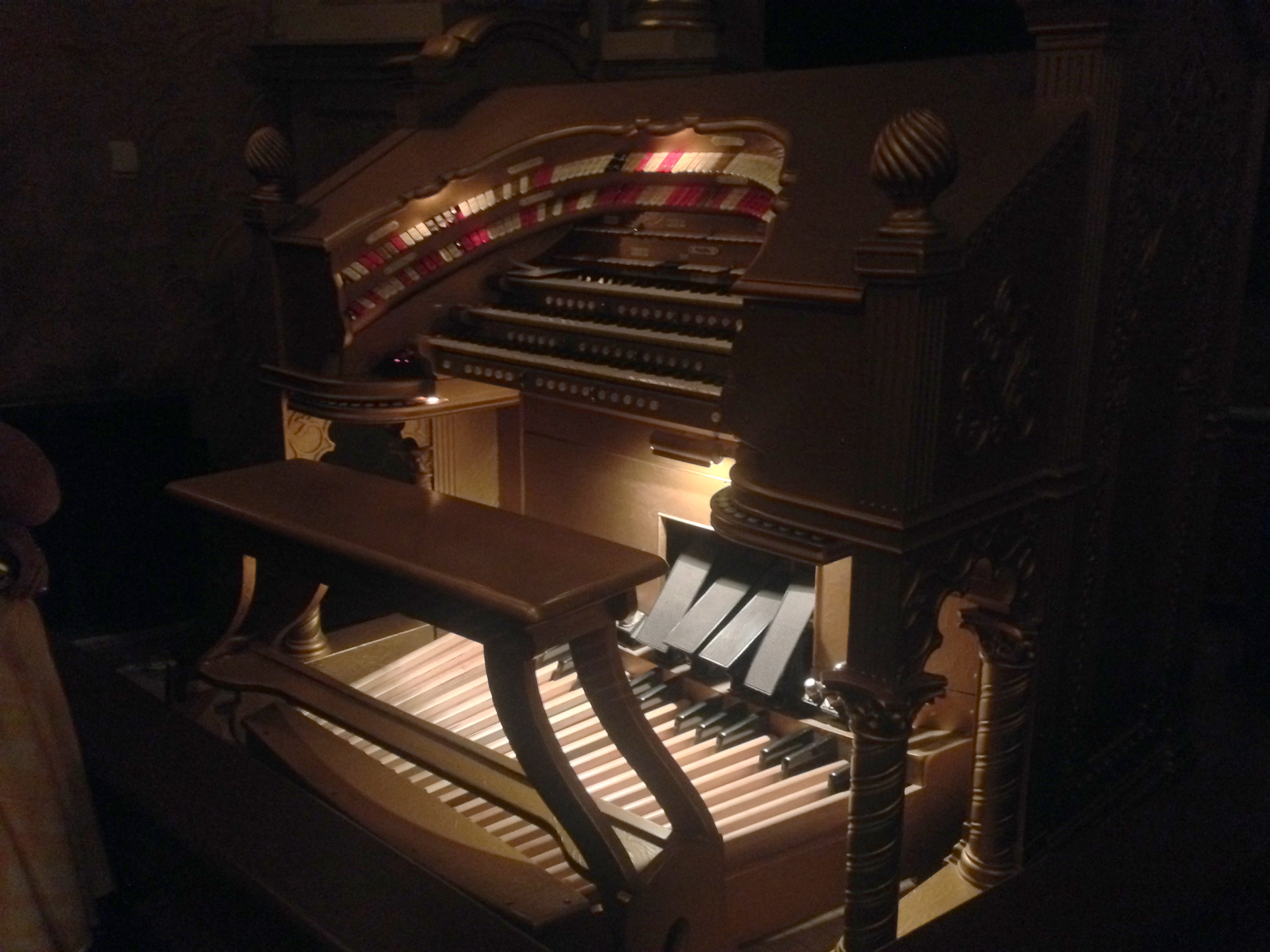 plaza-theater-gold-wurlitzer-organ